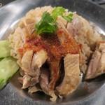 タイ料理 あろいなたべた - ナムチムを一気にかける