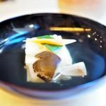 山玄茶 - お椀 丸仕立て 蟹真丈 大黒しめじ 餅