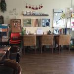 ハイズ カフェ - 店内…落ち着いていてゆったりと寛げます