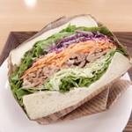 ハワイアンリゾートカフェ レオラ - ガッツリ系 宇部サンド(豚しょうが焼き)