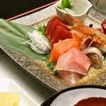 海まかせ旬菜料理 石廊庵 - 本日の海まかせ 刺身盛り合わせ定食(一例)