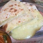 DIYA - チーズあふれるチーズナン