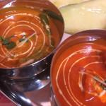 DIYA - 左が野菜カレー、右が海老カレー