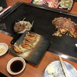 いっきゅうさん - 料理写真:牛タン、こだわり餃子、広島焼き(そば入り)