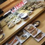 はってん食堂 - 店内の170円惣菜コーナー2017年1月