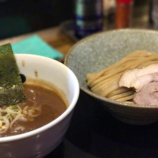 市川ウズマサ - 料理写真:濃厚煮干し豚骨醤油 つけそば (麺少なめ) 790円