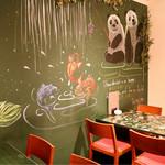 アジアンバール COTA - 中華チックな壁の絵もオシャレ