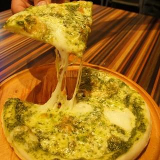 バジル&モッツァレラチーズピザ
