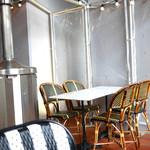 パビリオン - テラス席はストーブで暖か