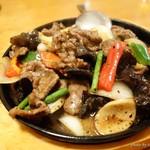 四川料理 蘭梅 - 2016年2月 牛ロースの黒こしょう鉄板焼き【1280円】そんなに辛くはなかったです(´▽`)