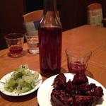 61044360 - スペアリブの黒酢ソース炒め&新緑ザーサイ&紹興酒