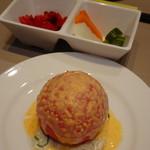 仙臺杜の牛たんカレー - まるごとトマトサラダ