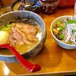 61046803 - 肉らーめん+玉子トッピング+炙りチャーシュー丼【料理】