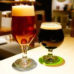 オンザテーブル バイ グッドビア フォウセッツ - 左からtwo bears EVO IPA、箕面ビール スタウト