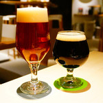 ON THE TABLE - 左からtwo bears EVO IPA、箕面ビール スタウト