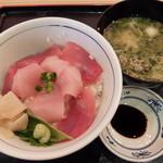 目利きの銀次 徳山駅前店 - マグロ二色丼