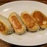 61049590 - 4・4セット(焼餃子4個+水餃子4個) の、焼餃子