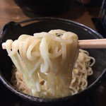 柳家 - 柳家つけめん830円の麺…きらきらと輝いています