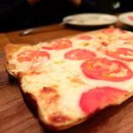 Bar GONZA - アンチョビトマトピザ