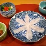 鮨 たなべ - 梅わさび、アナゴ刺、アナゴの皮ポン酢
