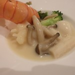 中国料理 白楽天 - 海老は団子で・・・