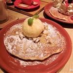 メロウ ブラウン コーヒー - 料理写真:ワッフルパンケーキ くるみと生キャラメルソース