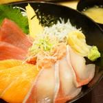 築地食堂 源ちゃん - 板さんおまかせ築地丼 (¥924)