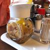 グリルセピア - 料理写真:テーブルの醤油にんにく。