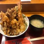 61061441 - 牡蠣エビ天丼。