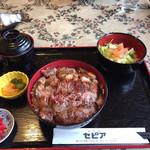 グリルセピア - ステーキ丼。