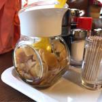 グリルセピア - テーブルの醤油にんにく。