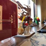 グリルセピア - テーブル。
