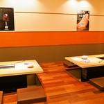 焼肉 玄 - 店内(小上がりテーブル席)