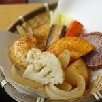 鎌倉野菜カレー かん太くん - かん太カレーに付いてくる鎌倉野菜のざる盛り