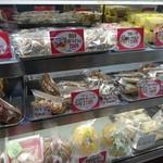 栗駒フーズ - ケーキ類も売ってます
