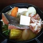 61071640 - 石狩鍋(味噌)の煮える前