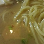 魚一番 - スープと麺アップ