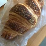 Boulangerie SABURO - 料理写真:クロワッサン