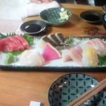 天ぷら・鉄板焼酒場 しん家 - 刺身5種盛り合わせ