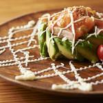 ビストロゴキゲン鳥 - サーモンとアボカドの冷菜