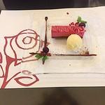 ル レーヴ - デザート カシスムースのケーキ・バニラアイス