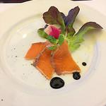 ル レーヴ - 前菜 : サーモンの炙りとアボガドのサラダ