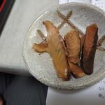 一晴庵 - サバ節とアジ節、出汁をとった後の煮付け