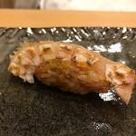 61082388 - 真鯛。皮目部分をつかい、コリっとした食感を。