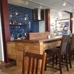 ムトウ コーヒー ロースタリー - 明るいけれど落ち着いた店内