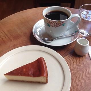 ムトウ コーヒー ロースタリー - ベイクドチーズケーキ&ふかいりブレンド