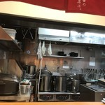 元祖博多中州屋台ラーメン 一竜 - 調理場の様子