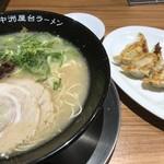 元祖博多中州屋台ラーメン 一竜 - とんこつラーメン+餃子セット
