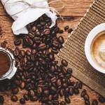 Cafe del Ibiza - 注文が入ってから挽く珈琲は香り豊な深入り豆をスイスの珈琲マシーンで注ぎます。