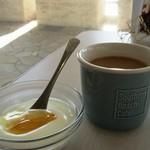サザンビーチカフェ - ホットコーヒー&ヨーグルト